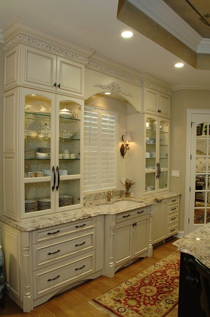 Off white kitchens traditional antique white kitchen off white kitchen cabinets victorian - Pictures of off white kitchen cabinets ...